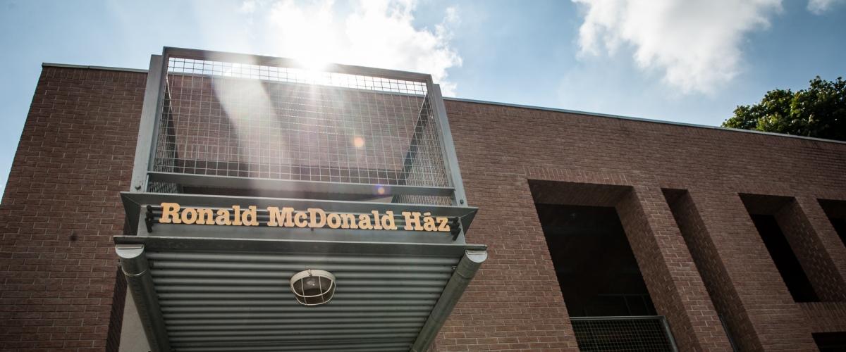 Az Ronald McDonald Ház látható
