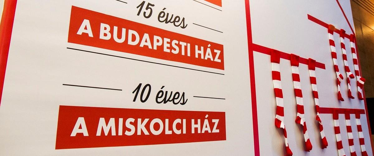 A budapesti ház 15 , a miskolci 10 éves