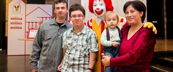 Dávid, családja és Mcdonalds bohóc